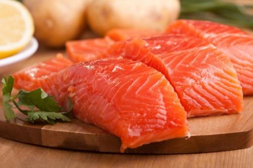 Красная рыба богата витаминами